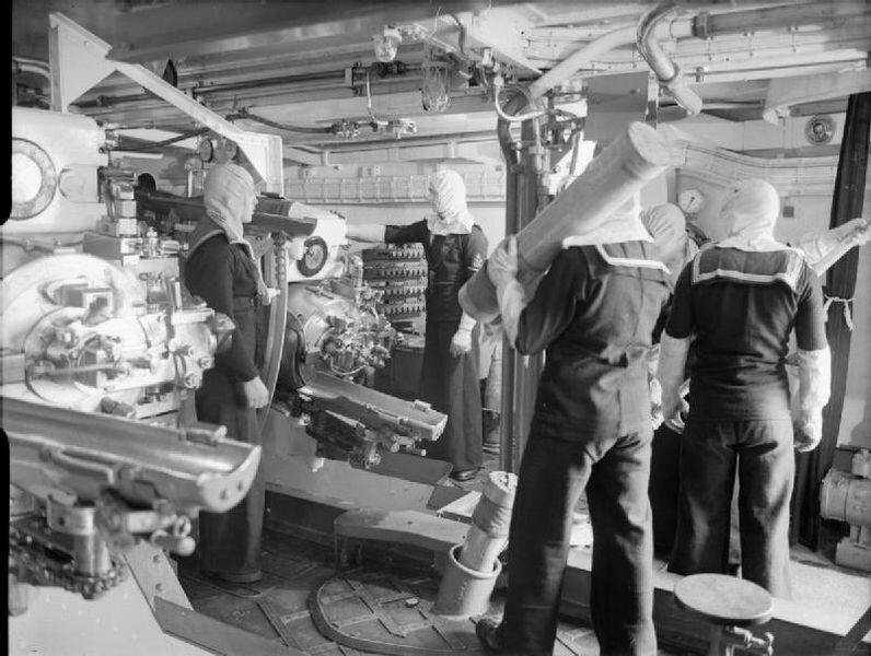 796px-HMS_Jamaica_gunners.jpg
