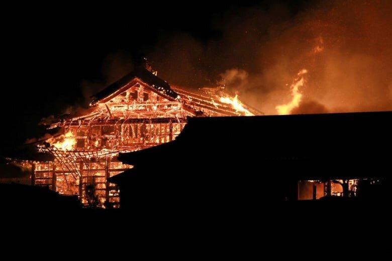 japan-okinawa-castle-fire.jpg
