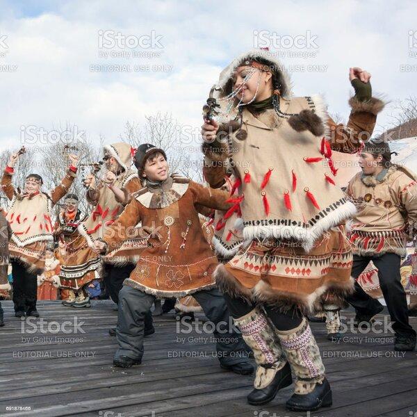folk-ensemble-performance-in-dress-of-ab