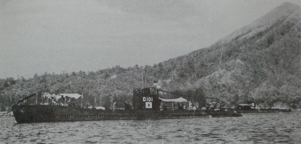 Japanese_submarine_Ro-101_in_1943.jpg