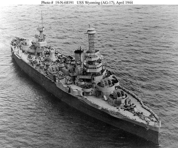 USS_Wyoming,_gunnery_training_ship,_1944