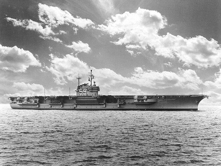 USS_Forrestal_(CVA-59),_starboard_view,_