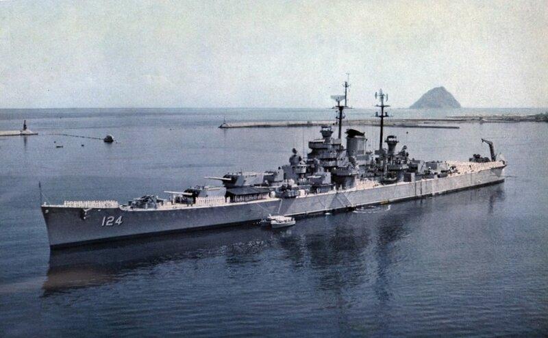 USS_Rochester_(CA-124)_at_anchor_1956.jp