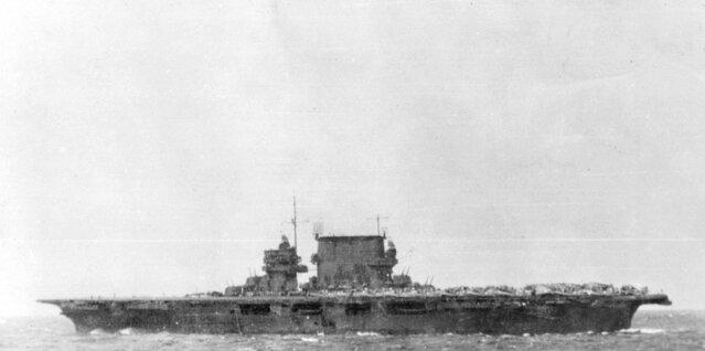 USS_Saratoga_(CV-3)_operating_off_Guadal