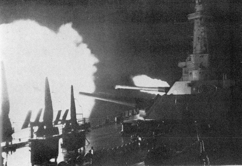 USS_Washington_(BB-56)_firing_during_the