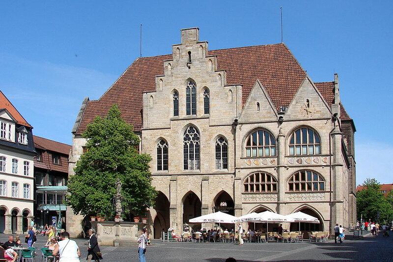 1024px-Hildesheim_Rathaus_2012-02.jpg