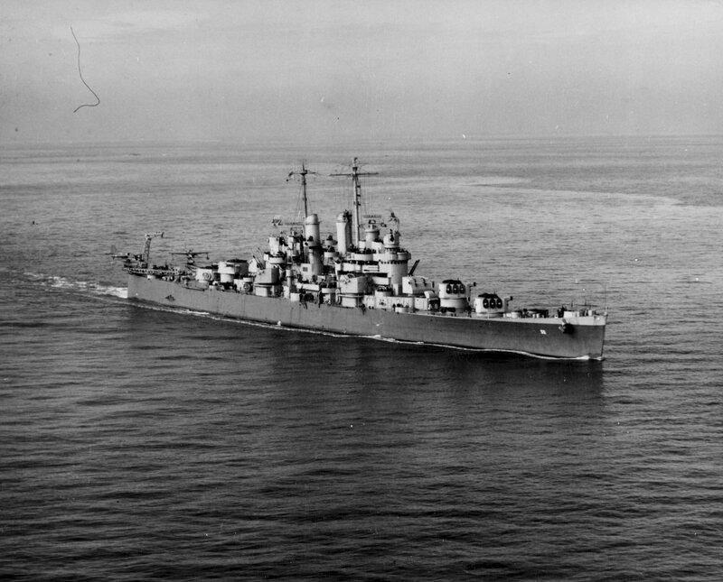 1920px-USS_Cleveland_(CL-55)_underway_at