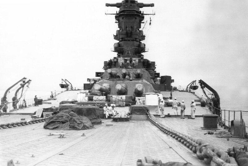 1920px-Musashi_battleship_in_1942.jpg