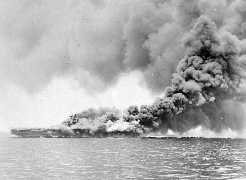 USS_Bunker_Hill_CV-17_carrier_on_fire.jp